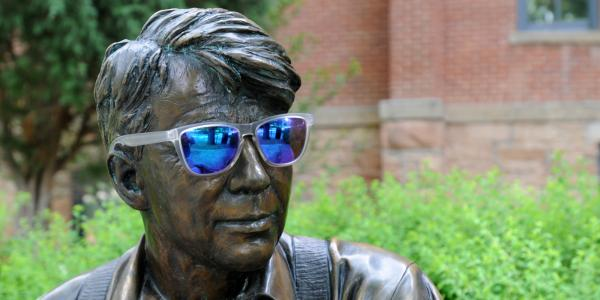 Old Main's Robert Frost statue wearing sunglasses.