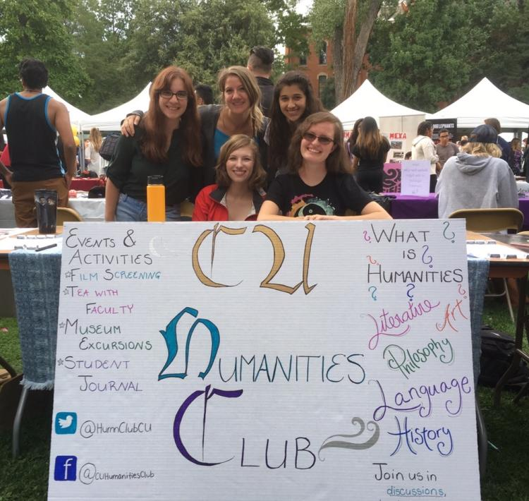 student participants at the club fair