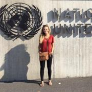 lindsey in front of UN building