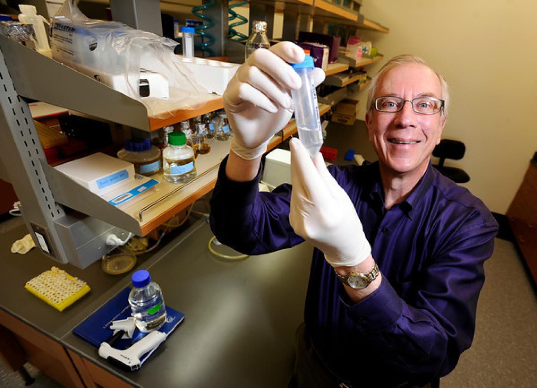 Nobel laureate Tom Cech in laboratory
