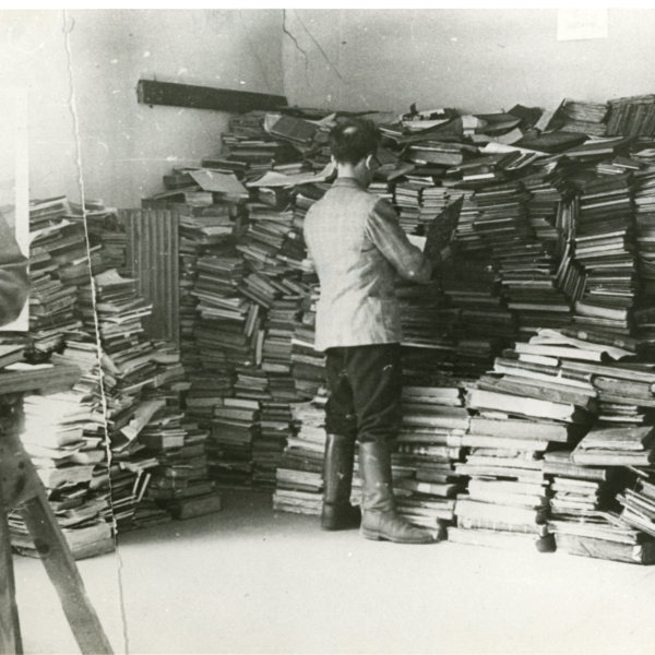 Jewish workers sorting through books in Vilna (image from YIVO)