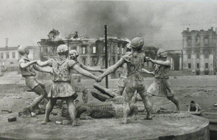 Emmanuel Evzerikhin,Memories of a Peaceful Time, Stalingrad, 1943