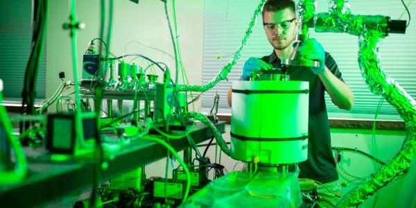 Ryan Vanfleet at ALD Reactor with In Situ Wafer Curvature Measurement; Atomic Layer Deposition