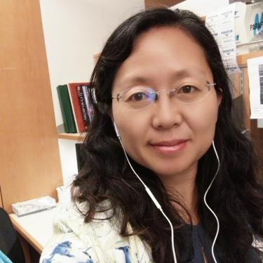 Xiaojuan in lab