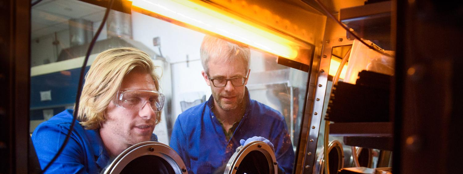 Professor McGehee and Tomas Leijtens conducting research in glove box