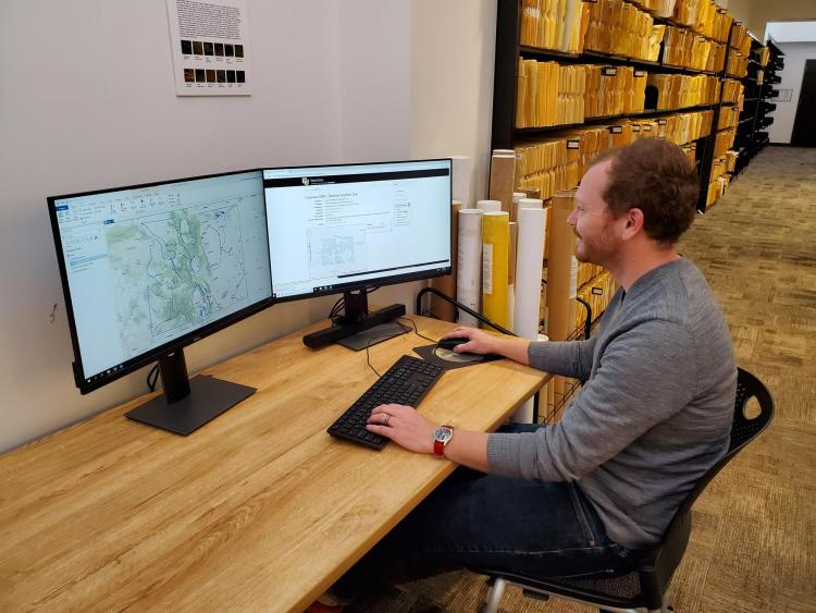 Earth Sciences & Environment Librarian Phil White using the GeoLibrary.