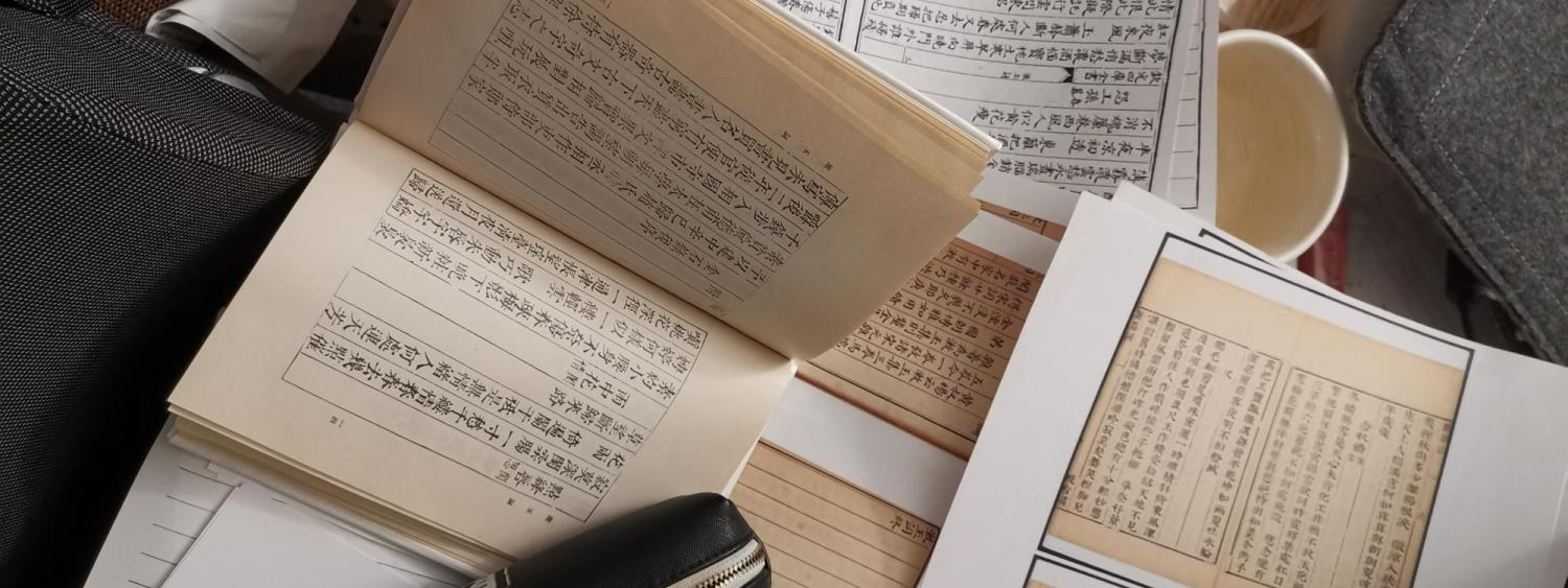 Chi Feng compares different versions of a same book. (Photo/Chi Feng)