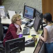 A student meets with a staff member at the Research Desk Area.