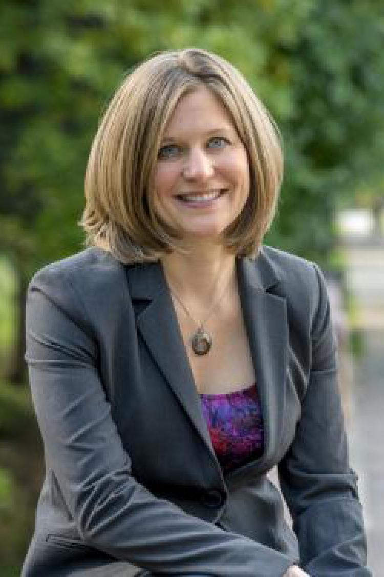 Julie Steinbrenner headshot