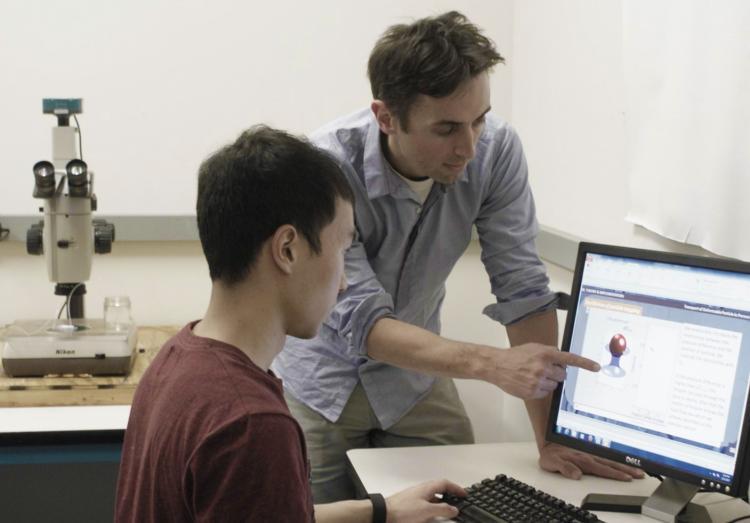 Franck Vernerey with a student.