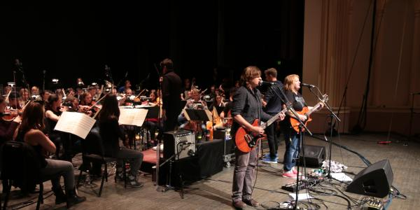 indigo girls with the orchestra