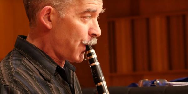 daniel silver playing clarinet