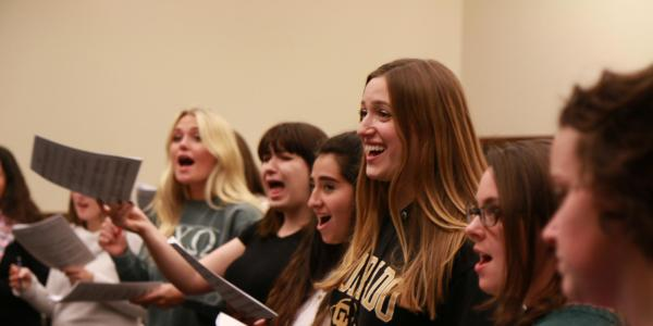 vocal jazz choir rehearsing