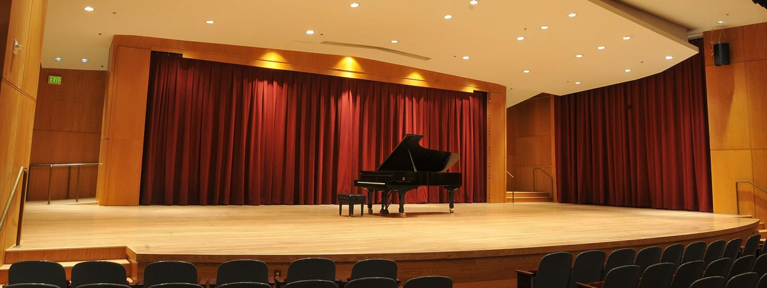 grusin stage with a piano