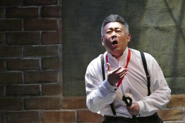 wei wu performing in sweeney todd