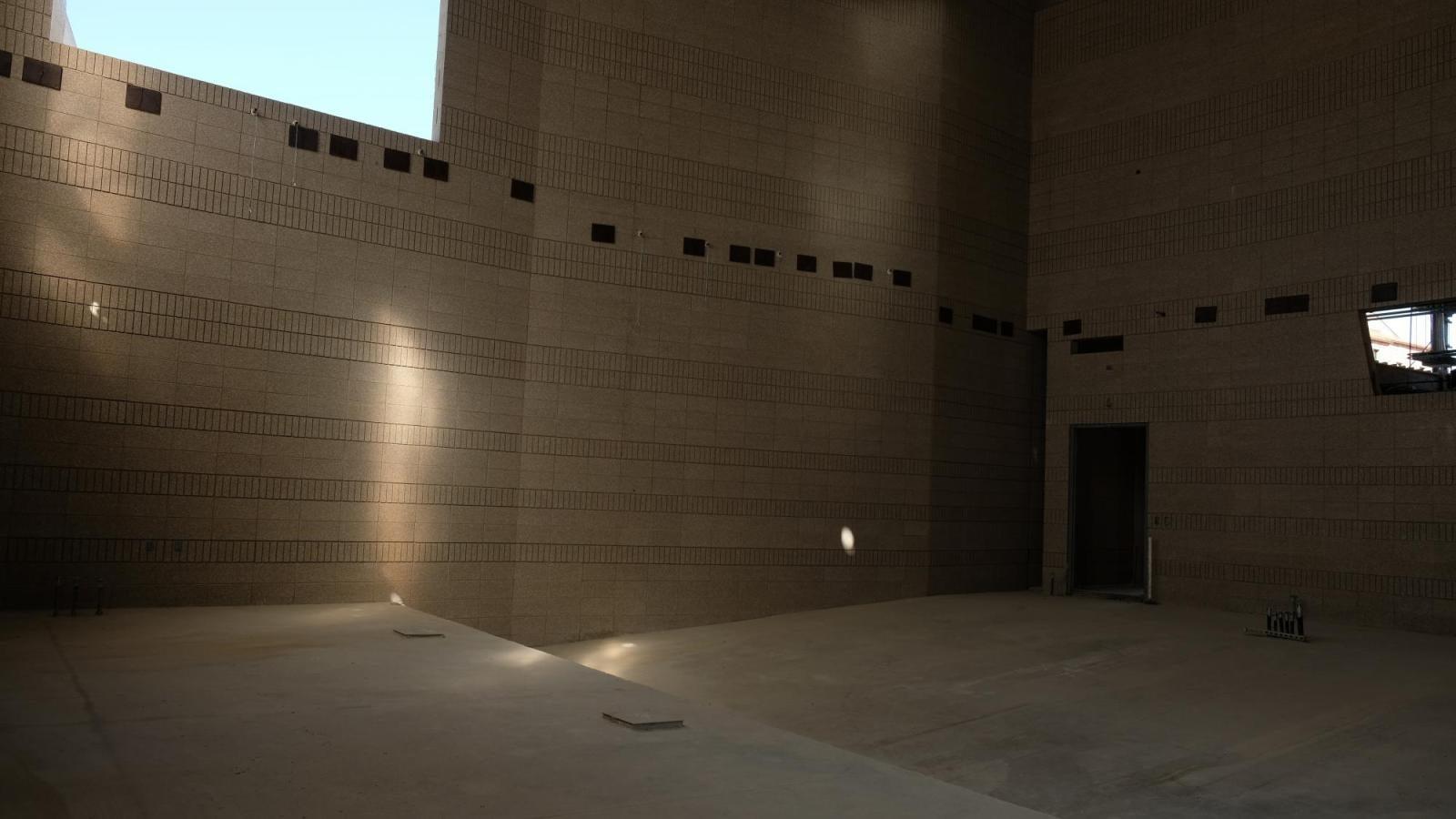 Interior chamber hall