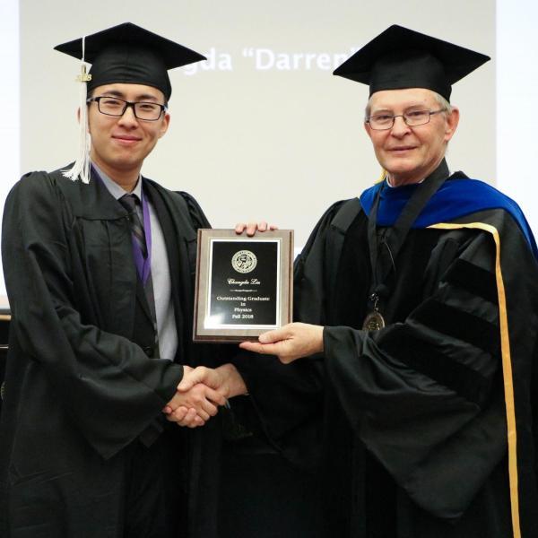 Undergraduate Changda Liu receiving award.