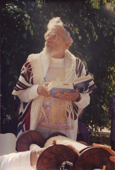Rabbi Zalman Schachter-Shalomi leading services in LA