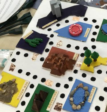 Game board with state shapes and icons.