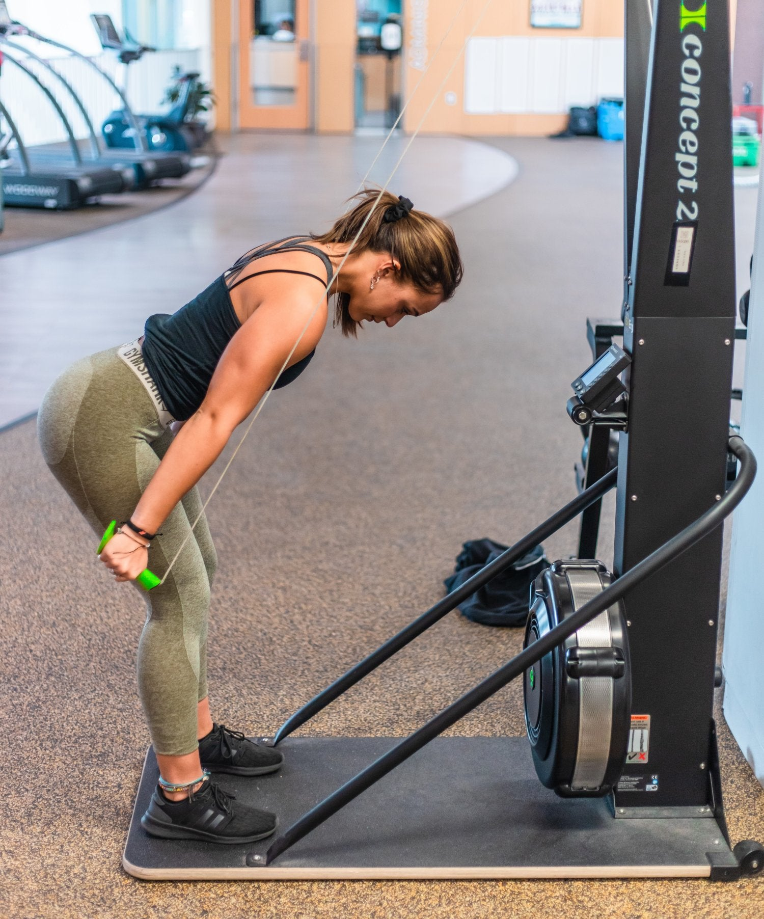 woman using a ski machine to get stronger