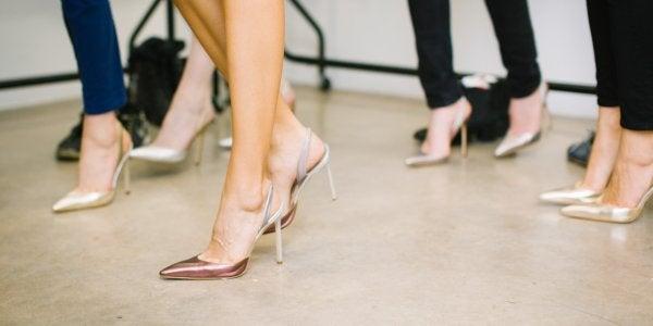 Women dancing in heels