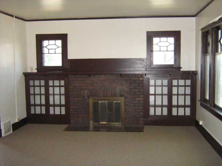 1302 Grandview upstairs unit living room
