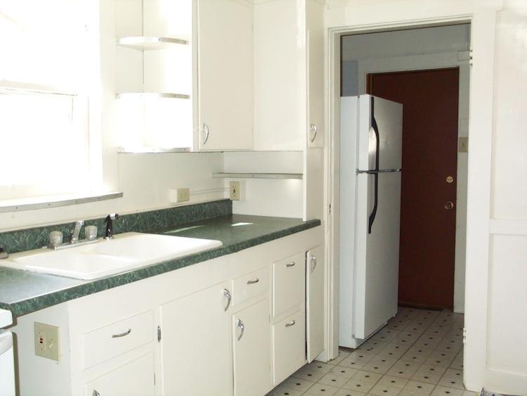 1445 Grandview Avenue kitchen