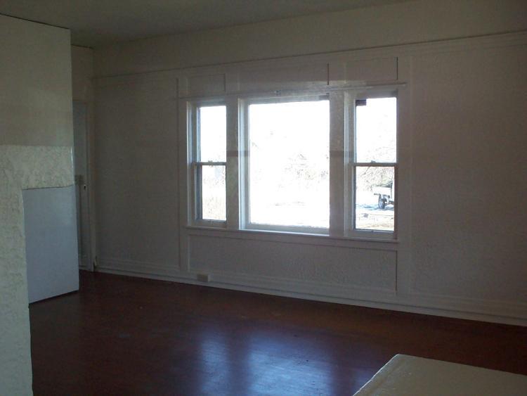 1445 Grandview Ave living room