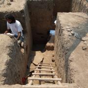 Carlo Lucido excavating at Loma don Genaro. / Carlo Lucido excavando en Loma Don Genaro.