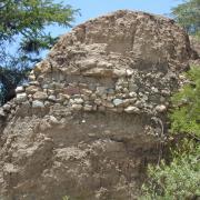 Ancient cross-channel terrace in Nochixtlán. / Antigua terraza que corta el cauce en Nochixtlán.