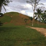 La Venta Pyramid. / Pirámide de La Venta.