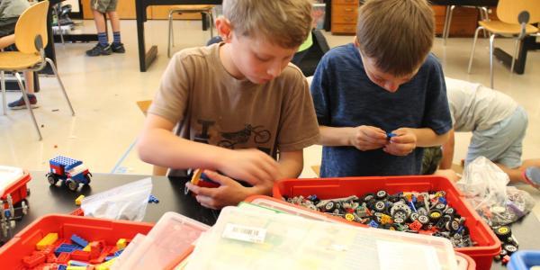 2 boys assembling LEGOs