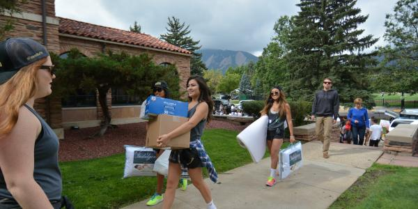New students moving in to campus