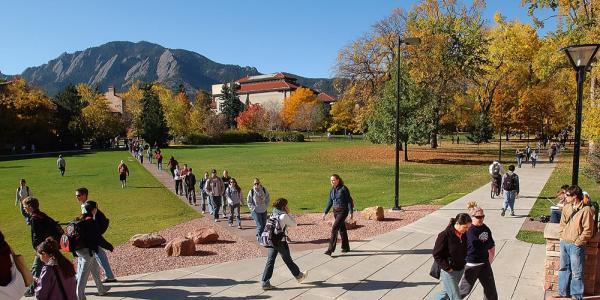 Students on Norlin Quad between classes