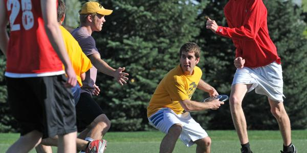 Student club playing ultimate frisbee