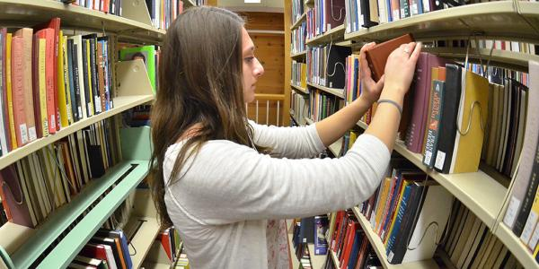 Student in Norlin Library