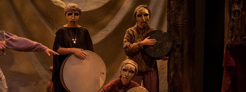 Three actors in masks perform Hecuba