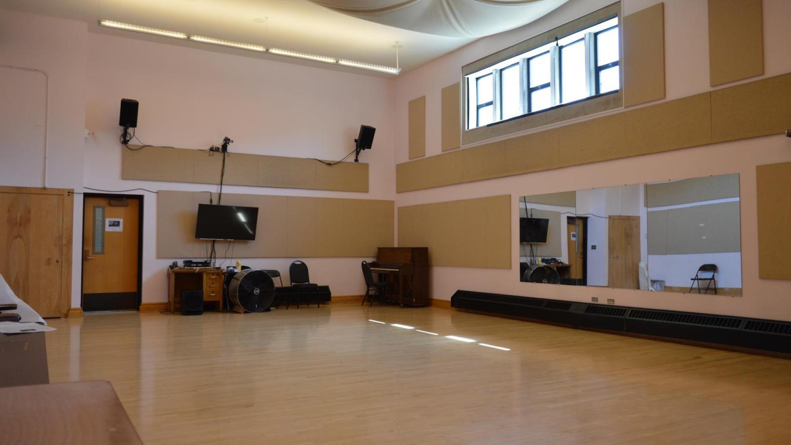 Dance Studio: W350