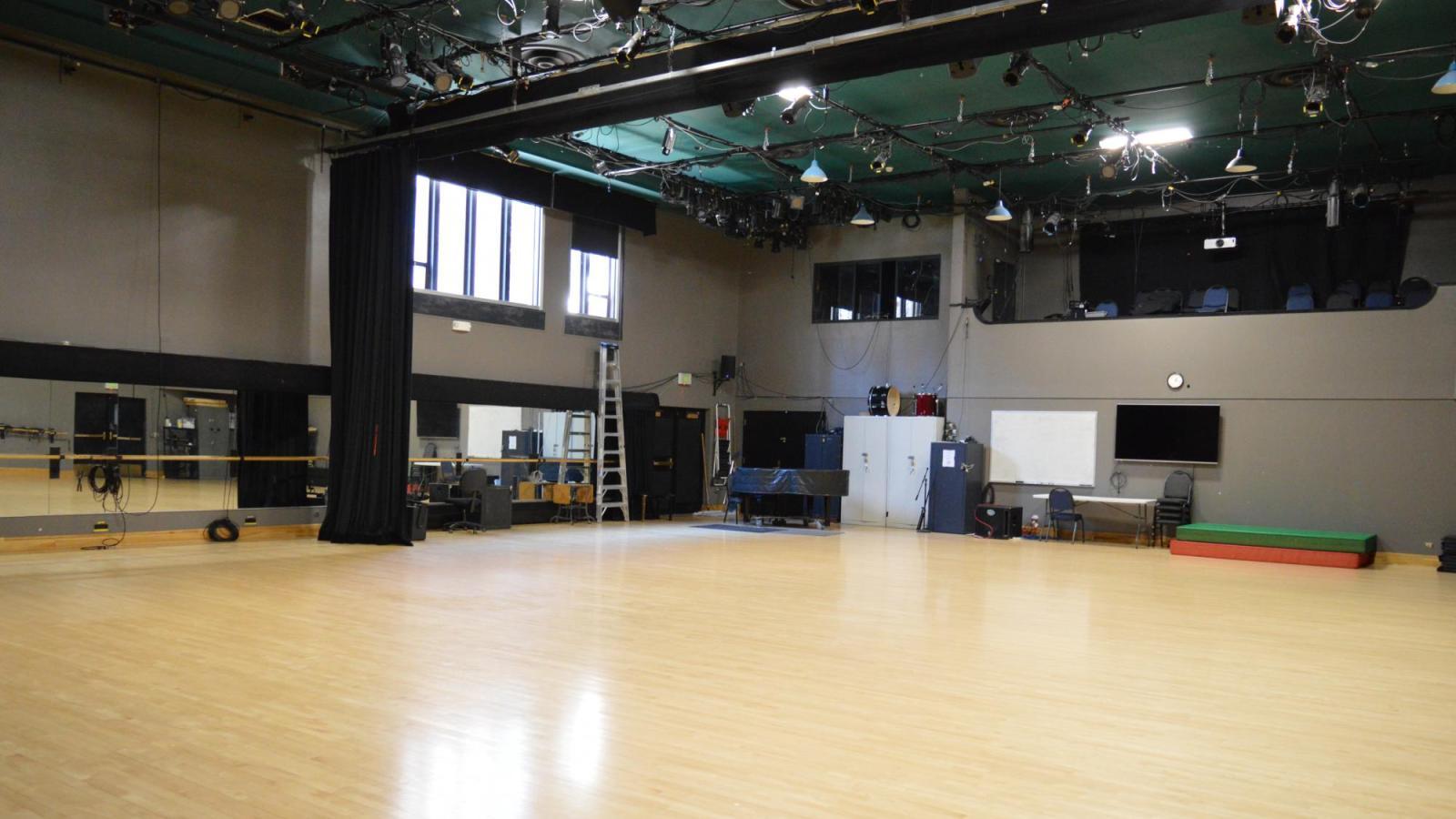 Dance Studio: W150