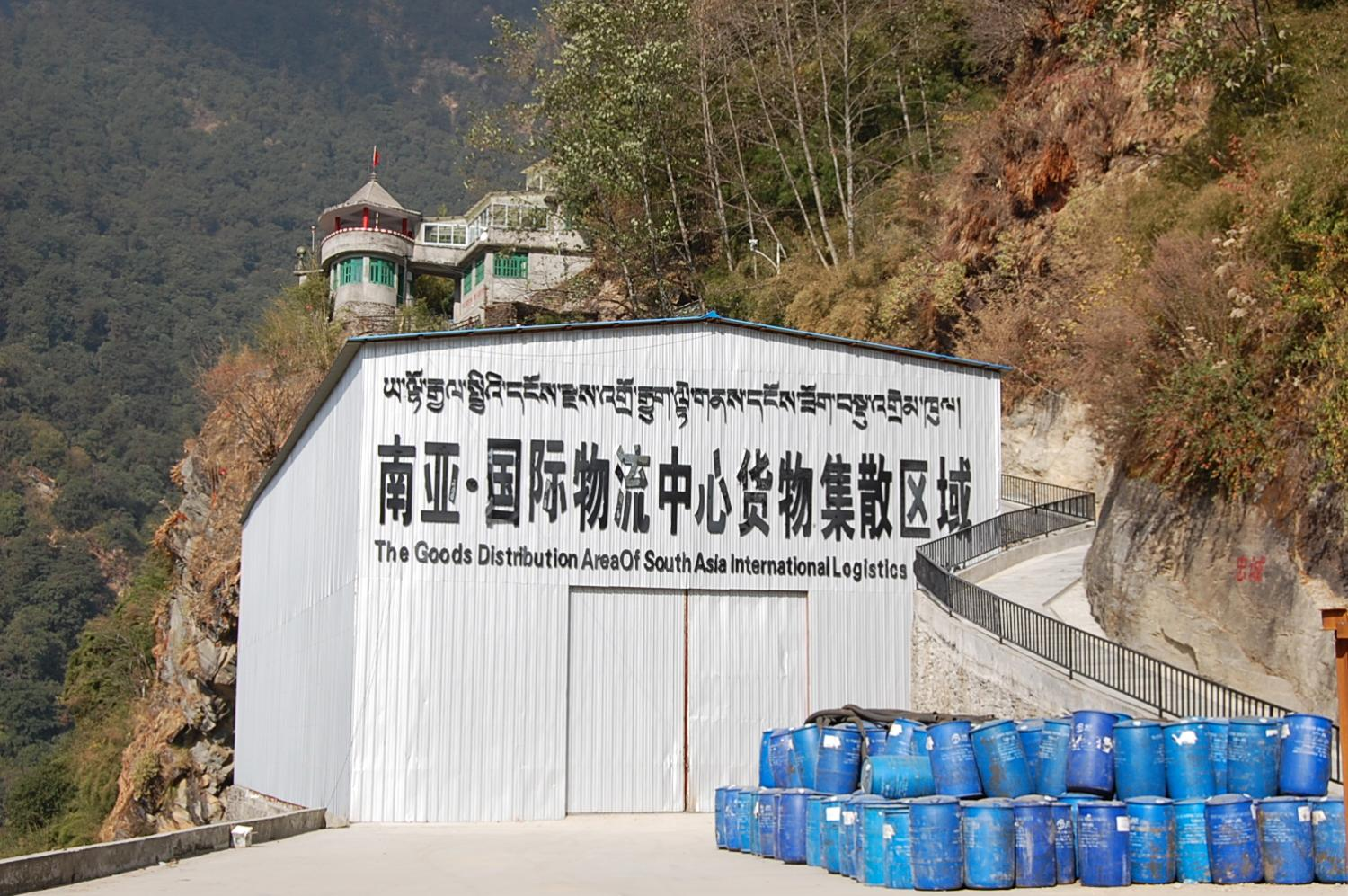 The undersized cargo warehouse at Zhangmu dry port