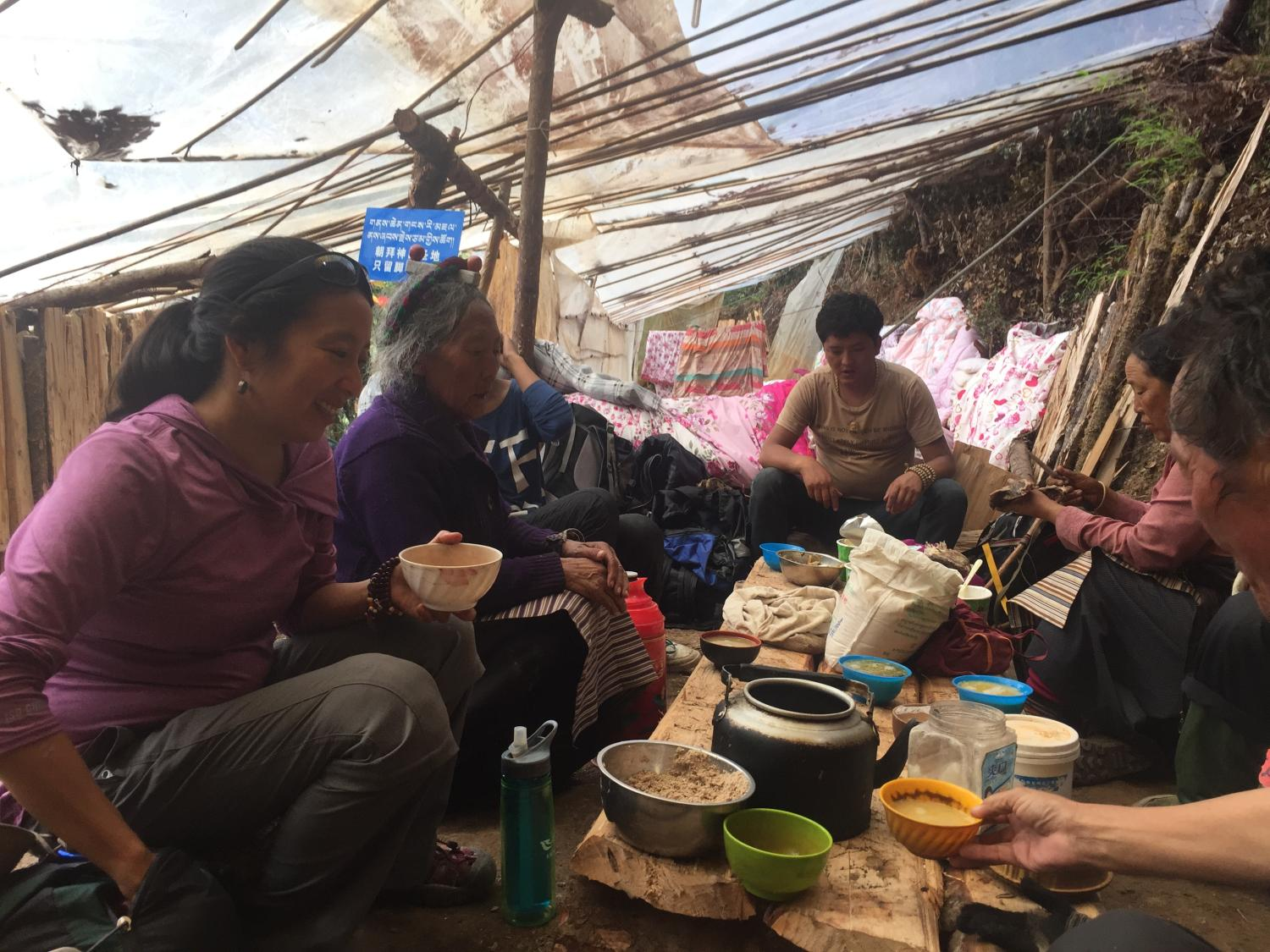 Having tea and tsampa with a family of pilgrims from Chamdo.