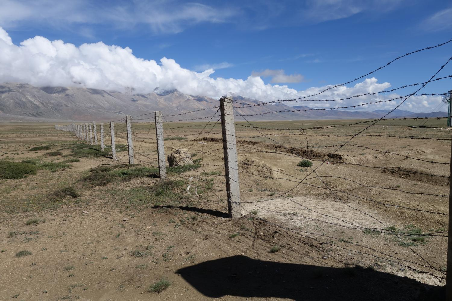 Constructed in the early 2000s, the Chinese fence across the Kora-la now restricts crossings of the China-Nepal border to just two times per year between Likse and Neychung.