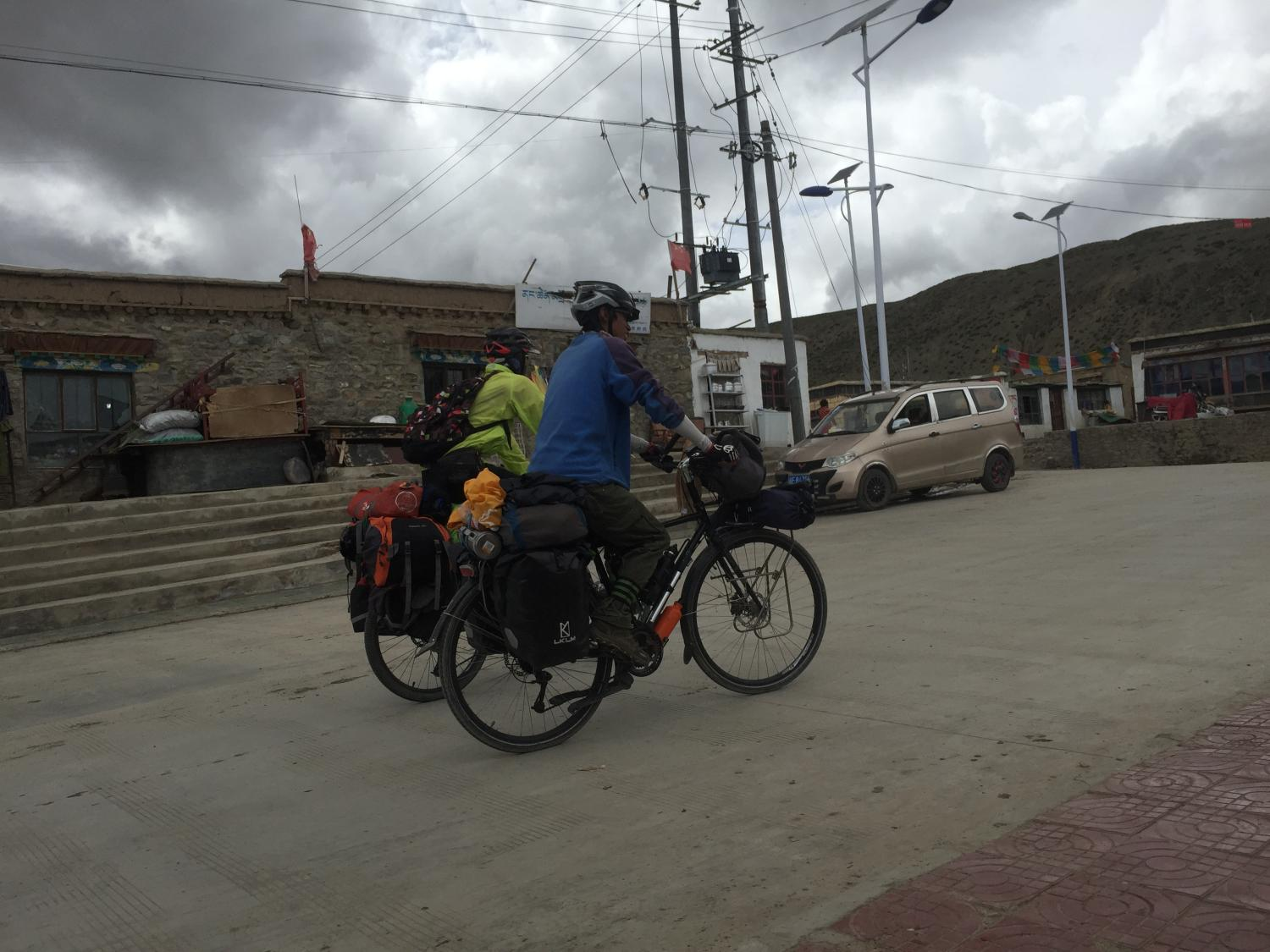Chinese adventure cyclists