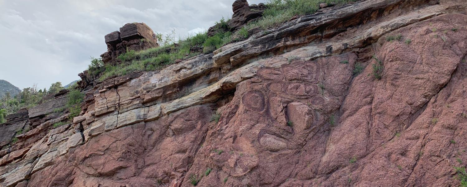 "A granite outcrop at the base of Pikes Peak in Colorado reveals a geological feature called the ""Great Unconformity."""