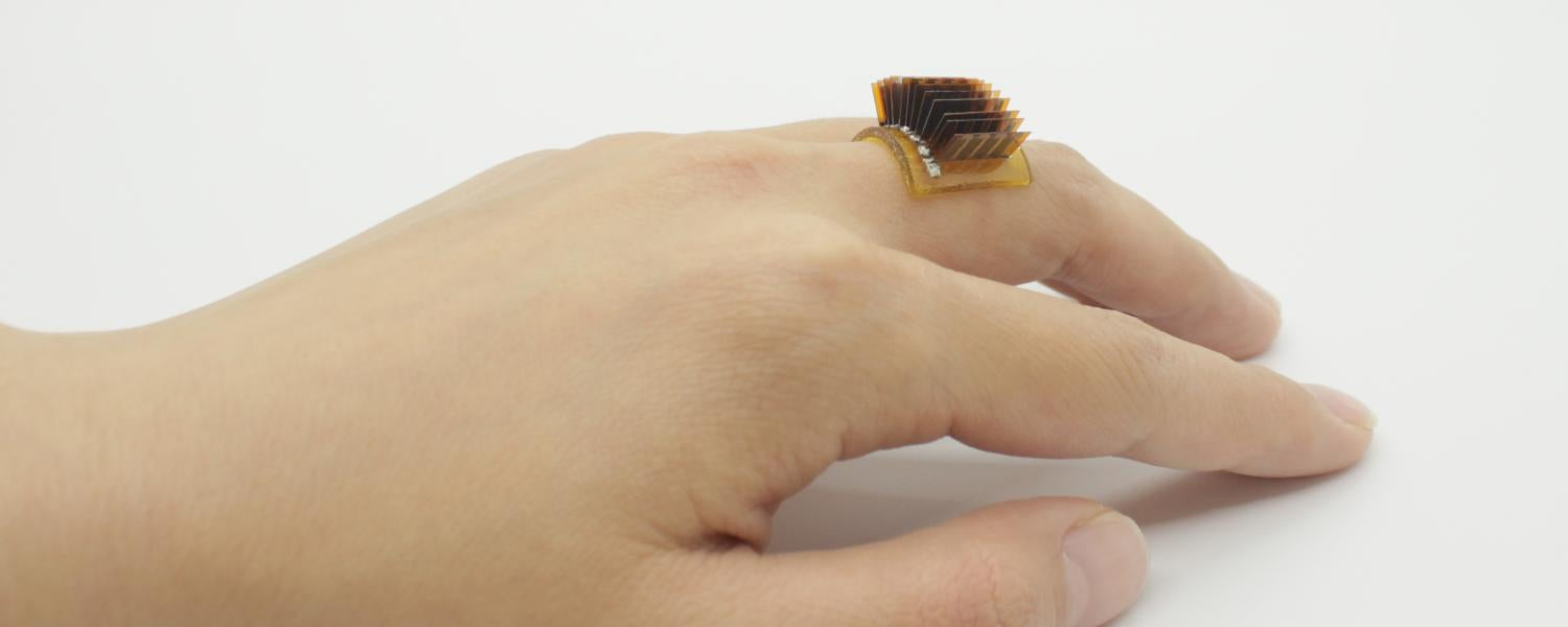 Hand with a thermoelectric wearable device worn like a ring