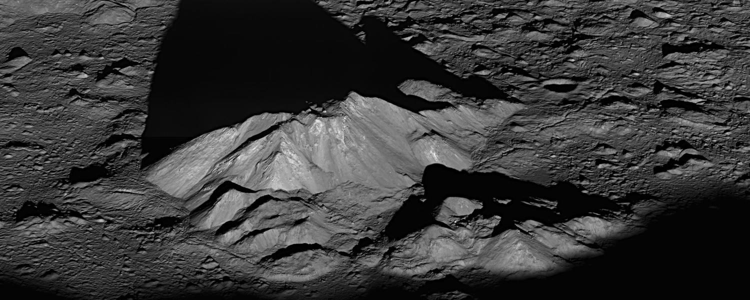Peaks in the moons Tycho Crater