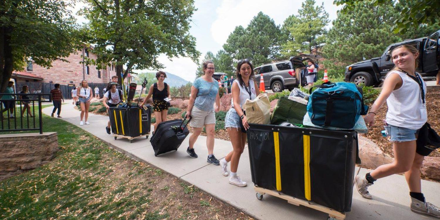 Lots of volunteers help unload and move in new students at CU Boulder. (Photo by Glenn Asakawa/University of Colorado)
