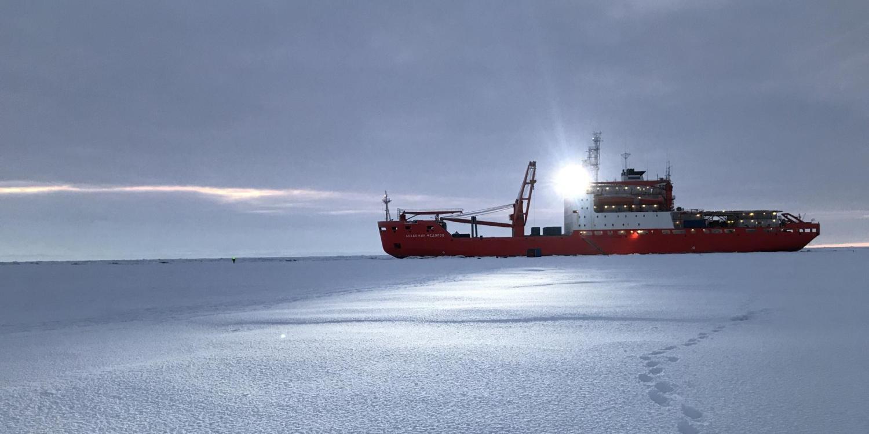 A vessel in the Arctic (Igor Vasilevich)