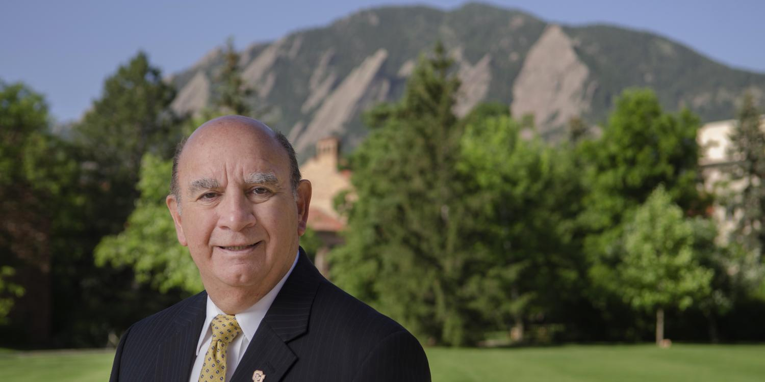 Chancellor DiStefano standing in front of the Flatirons
