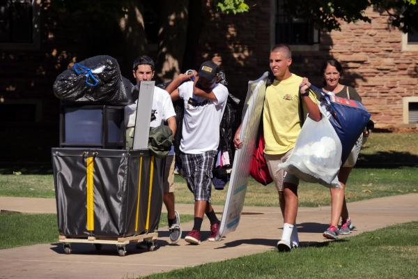 Students moving into campus